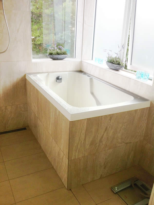 A closer view of the Nirvana deep soaking tub. - Design and Form